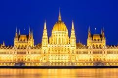 Noc widok iluminujący budynek hungarian parlament w Budapest Obrazy Royalty Free