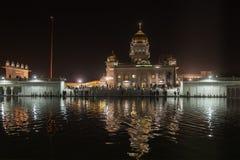 Noc widok jeden Gurudwara Bangla sahib Zdjęcie Royalty Free