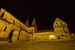 Noc widok Katedralny kwadrat w Bamberg, Niemcy (DOMPLATZ) obraz stock