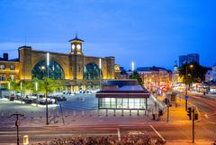 Noc widok królewiątko krzyża stacja w London, uk Fotografia Stock