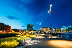 Noc widok miasta nabrzeże, iluminujący Obraz Royalty Free