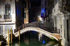 Noc widok most westchnienia Wenecja, Włochy obraz royalty free