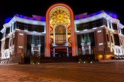 Noc widok na archiwum biurze Tyumen Rosja obraz stock