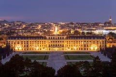 Noc widok na Schonbrunn pałac, Wiedeń, Austria Obrazy Stock