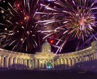 Noc widok nowego roku jedlinowy drzewo w girlandach na kwadracie przed Kazan katedrą w świętym Petersburg w zimie Nowy Ye obrazy royalty free