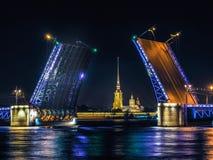 Noc widok pałac most Zdjęcie Royalty Free