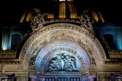Noc widok Palacio De Bellas Artes pałac sztuki piękne CDMX fotografia stock