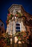 Noc widok podkreślający stary dom w Barr, Alsace zdjęcia royalty free