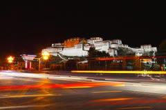 Noc widok Potala pałac zdjęcia royalty free