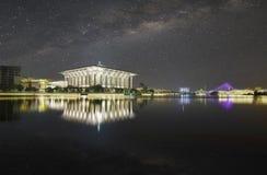 Noc widok przy Masjid Tuanku Mizan Zainal Abidin, Putrajaya, Mala Zdjęcia Royalty Free