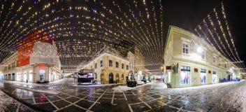 Noc widok republiki ulica dekorował dla zima wakacji Obrazy Stock