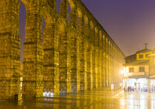 Noc widok Romański akwedukt Segovia Fotografia Stock