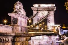 Noc widok sławny Łańcuszkowy most w Budapest, Węgry. The Zdjęcie Stock