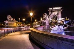 Noc widok sławny Łańcuszkowy most w Budapest, Węgry. The Zdjęcia Royalty Free