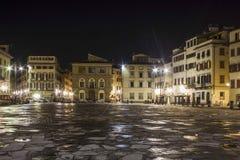 Noc widok Santa Croce kwadrat w Florencja, po deszczu Zdjęcia Royalty Free