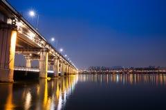 Noc widok Seul blisko Banpo mosta Fotografia Royalty Free