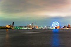 Noc widok Tempozan most i ferris koło zdjęcia stock
