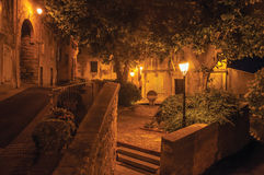 Noc widok ulica i domy w powabnym centrum miasta de Obraz Stock