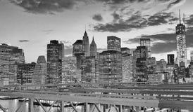 Noc widok W centrum Manhattan od mosta brooklyńskiego, Nowy Jork Obrazy Stock
