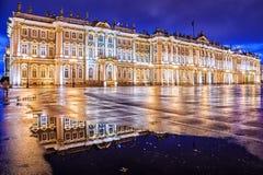 Noc widok zima pałac w St Petersburg fotografia royalty free