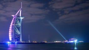 Noc widoku 4k czasu lekki sławny hotelowy upływ od Dubai zdjęcie wideo
