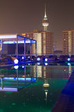Noc widoku pływacki basen, nocy miasto Fotografia Royalty Free