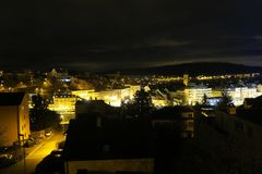 Noc widoku panorama nad starym miasteczkiem Schaffhausen, Szwajcaria fotografia stock