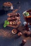 Nocciola casalinga spanta o cioccolata calda in ciotola di vetro con il dado fotografie stock