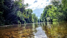 Noch Fluss stockfotos