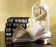 Noch Leben mit Büchern Stockbild