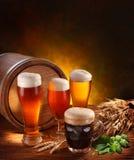 Noch Leben mit Bierbieren. Stockfoto