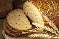Noch Leben mit Brot und den Ohren Stockfotos