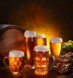 Noch Leben mit einem Faß Bier Stockfotografie
