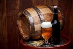 Noch Leben mit einem Faß Bier stockbilder