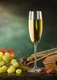Noch Leben mit Glas Wein Stockfoto