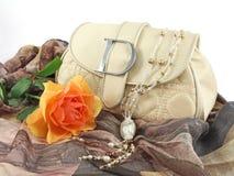 Noch Leben mit Handtasche Lizenzfreie Stockfotos