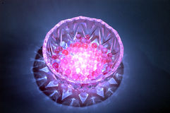 Noch Leben mit Kristallkugel. Lizenzfreies Stockfoto