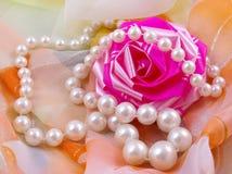 Noch Leben mit Perle Stockbild