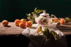 Noch Leben mit Pfirsichen stockbild