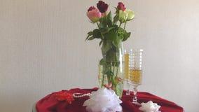 Noch Leben mit Rosen stock video
