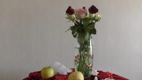Noch Leben mit Rosen stock video footage