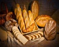 Noch Leben mit unterschiedlicher Art des Brotes Stockbild
