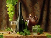Noch Leben mit weißem Wein stockbild