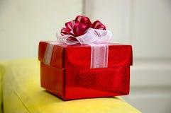 Noch Leben - roter Geschenkkasten Lizenzfreie Stockfotos