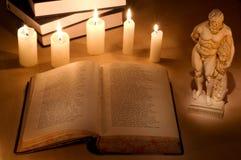 Noch-Lebensdauer mit lateinischem Buch Stockfotos