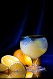Noch-Lebensdauer mit Tangerinen und einem Glas Stockfoto
