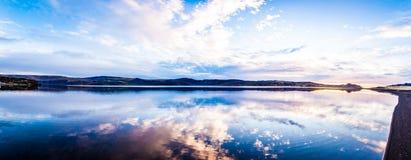 Noch See-Panorama lizenzfreies stockfoto