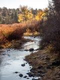 Noch Wasser im Herbst Stockfoto