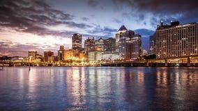 Noche al timelapse del día en Pittsburgh almacen de video