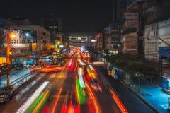 Noche Bangkok de TAILANDIA, BANGKOK Calle Thanon Ratchaprarop Imagen de archivo